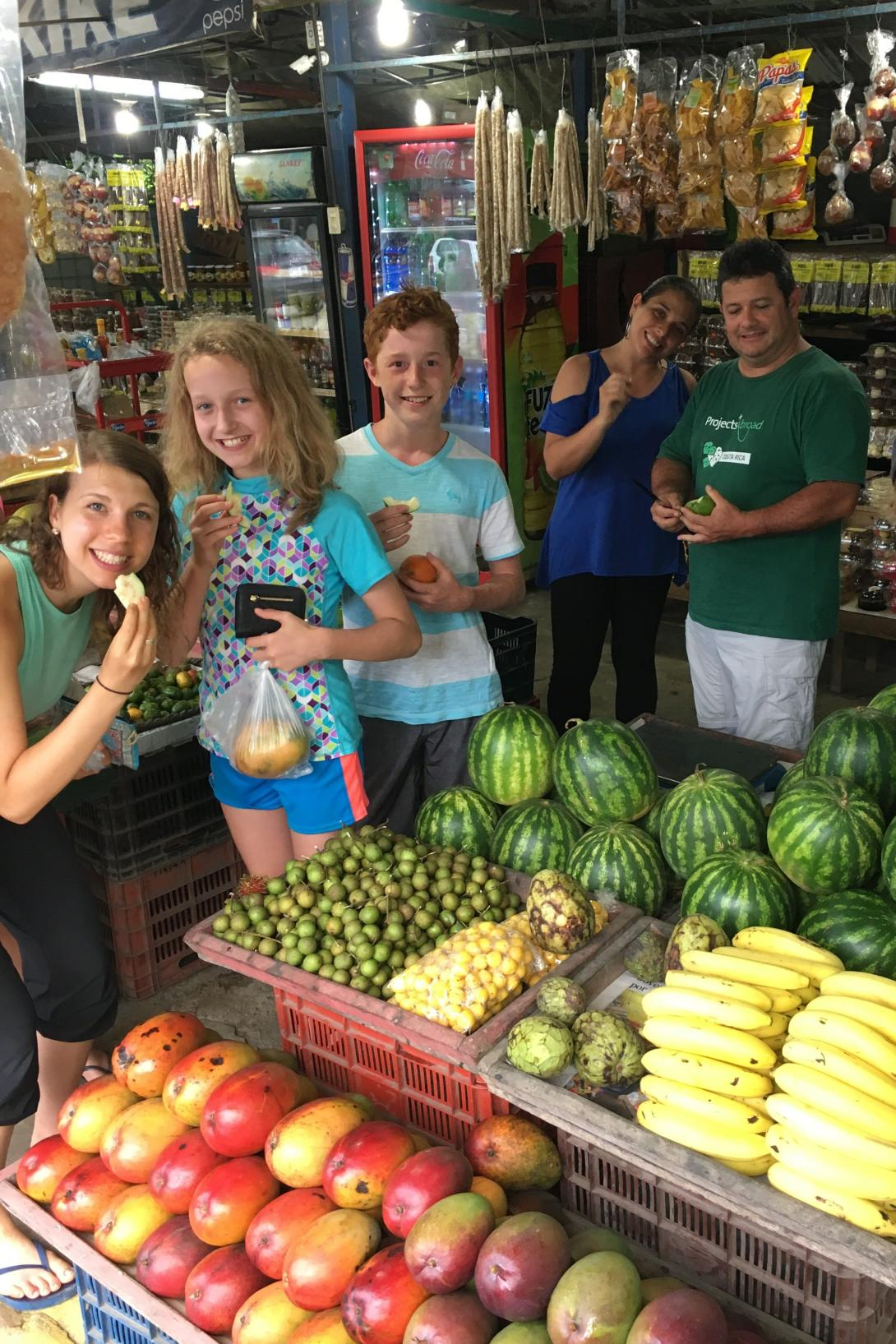 Projects Abroad volunteers looking for fresh fruit to stay healthy during travelling to Costa Rica.